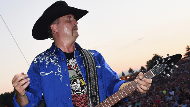 John Rich gave off-duty officer his gun during Las Vegas shooting