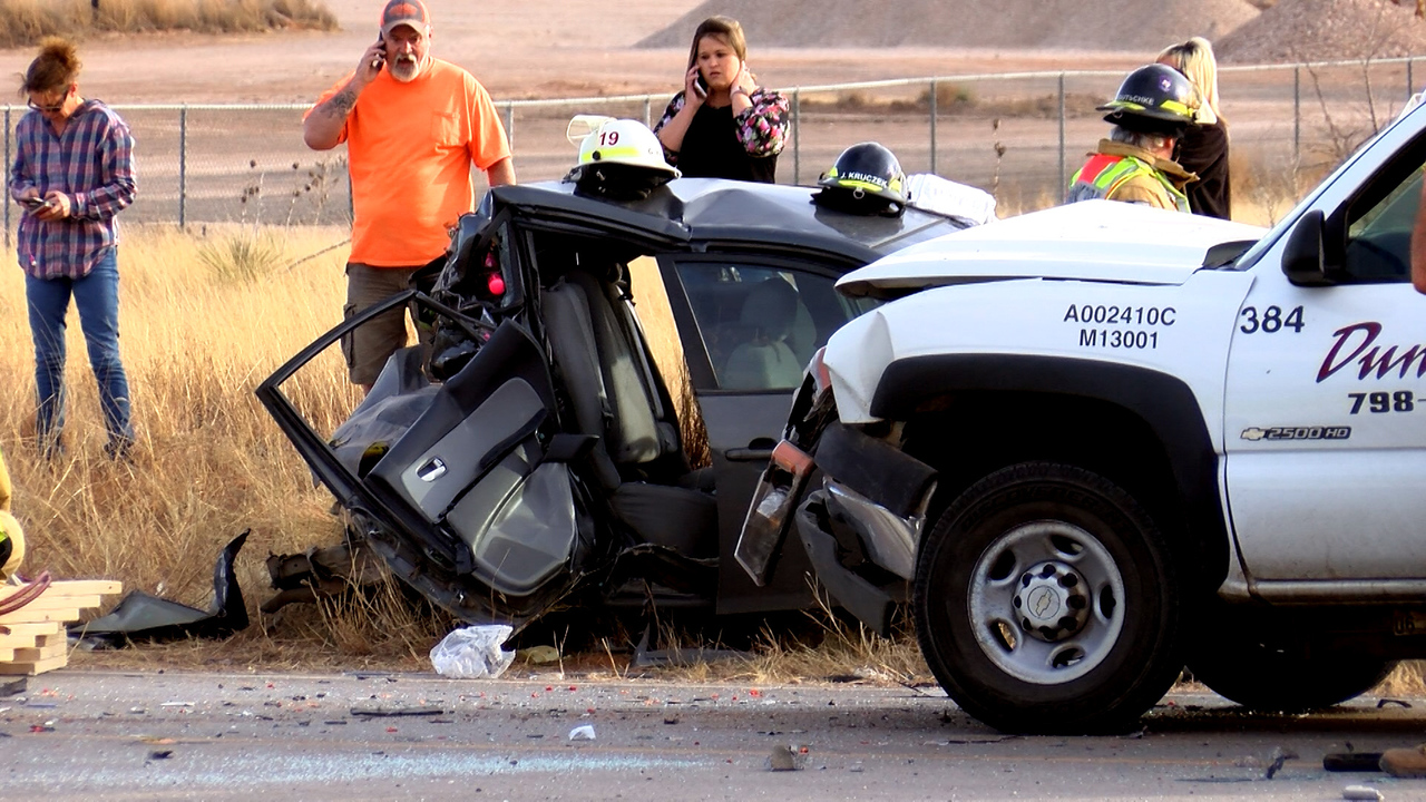 LPD Investigates Two-Vehicle Wreck in South Lubbock, Temporarily Closes Part of 114th Street