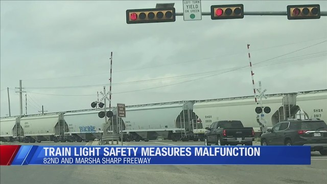 Man snaps photo of train safety measures in apparent malfunction